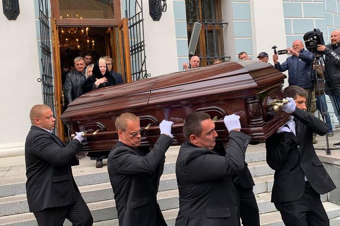 На церемонии прощания с певцом Вилли Токаревым в Москве, 9 августа 2019 года
