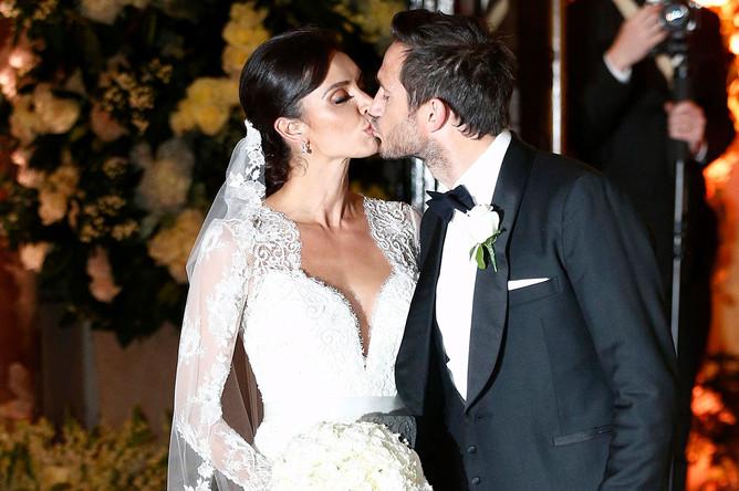 Фрэнк Лэмпард и Кристин Бликли после свадебной церемонии в соборе святого Павла