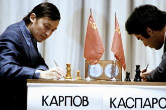 Анатолий Карпов и Гарри Каспаров во время последней партии матча на первенство мира по шахматам, 1985 год