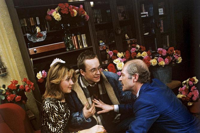 Кадр из фильма «В городе Сочи темные ночи», 1990 год