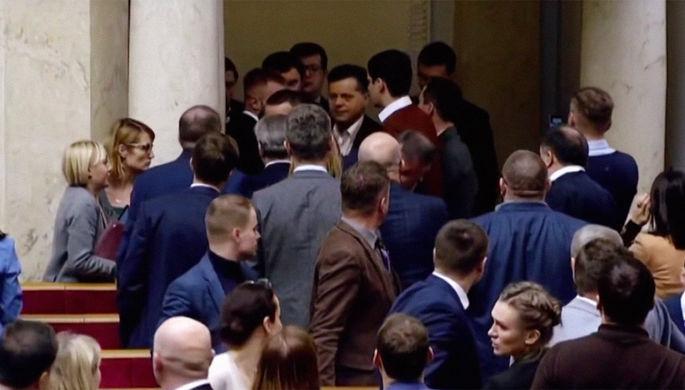 Не слушают Зеленского: депутаты Рады вновь подрались