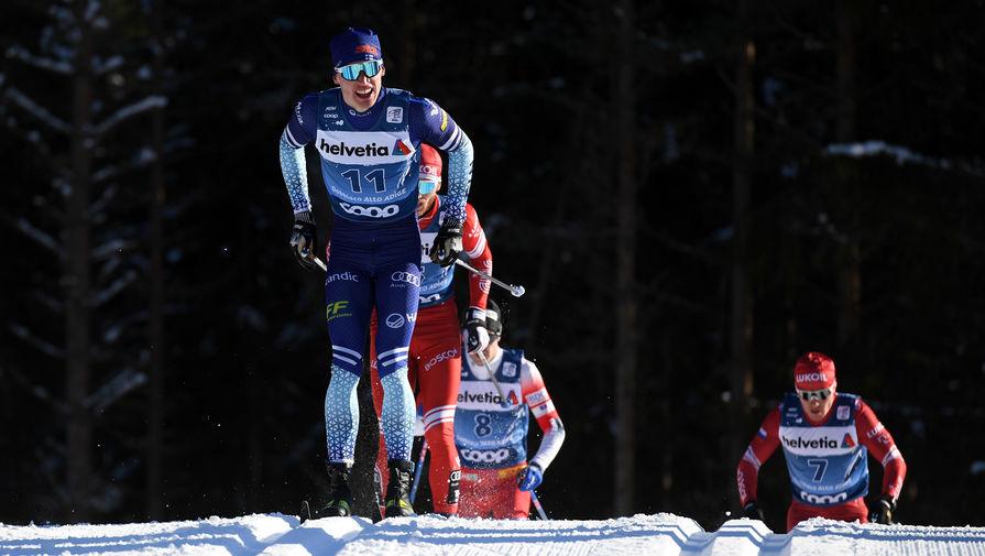 Слева направо: Иво Нисканен (Финляндия), Артем Мальцев (Россия), Сьюр Рете (Норвегия) и Андрей Мельниченко (Россия) на дистанции гонки преследования на 15 км классическим стилем среди мужчин на соревнованиях по лыжным гонкам «Тур де Ски» в итальянском Тоблахе, 1 января 2020 года