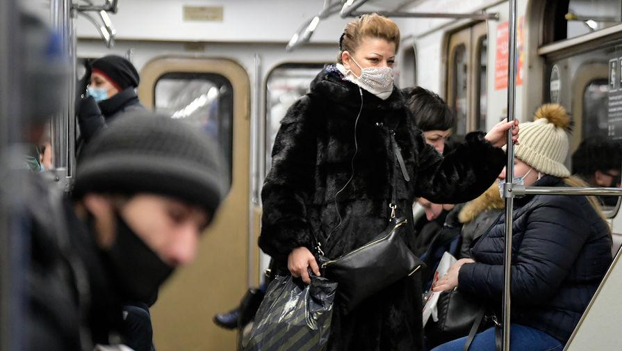 Инфекционист назвал сроки отмены масочного режима в России