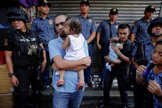 Полицейский рейд в Кесон-Сити близ Манилы, 12 октября 2016 г.