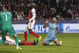 Нападающий «Манчестер Сити» Серхио Агуэро (справа) упустил несколько шансов для взятия ворот