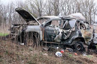 Автомобиль, при подрыве которого погиб cотрудник специальной мониторинговой миссии (СММ) ОБСЕ, в районе села Пришиб Славяносербского района ЛНР, 23 апреля 2017 года