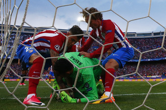 «Атлетико» забивает первый гол