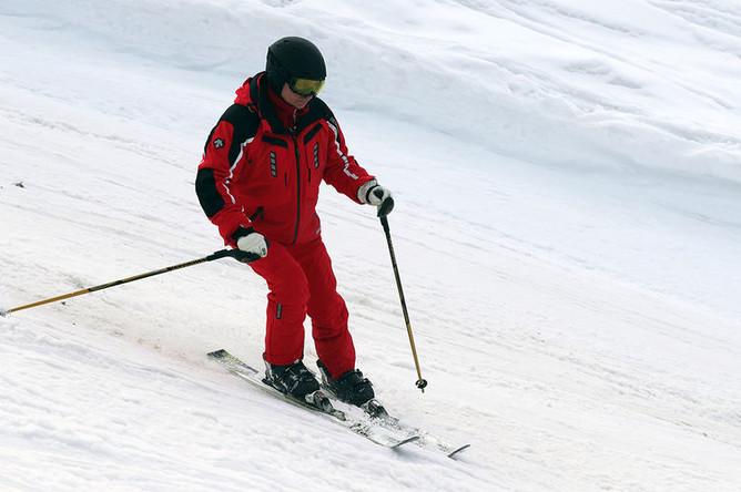 Президент России Владимир Путин во время катания на лыжах в Сочи, 13 февраля 2019 года