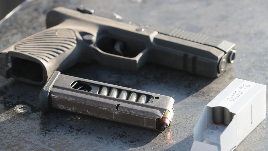 Патроны СП-10 и самозарядный пистолет «Удав» во время презентации в Подмосковье, январь 2019 года