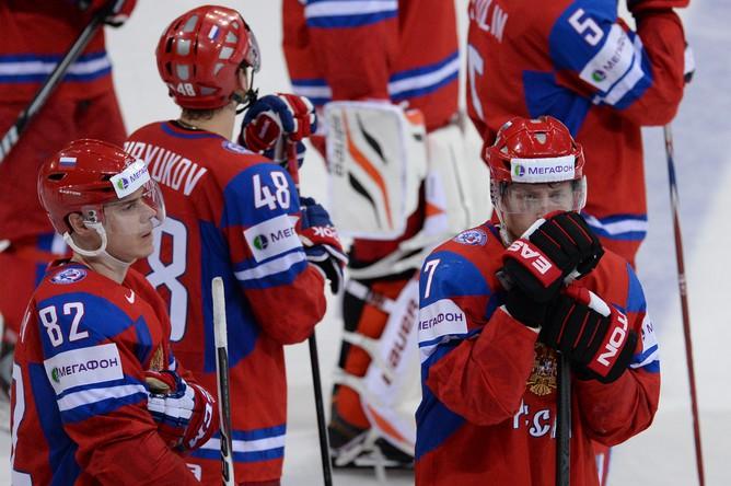 Хоккеисты сборной России после поражения от Финляндии.