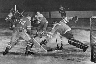 Сборная СССР в матче против команды Швеции на ЧМ-1954