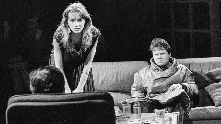 Янина Дубовик и Алексей Маклаков в спектакле «Игра в фанты» в Новосибирском ТЮЗе, 1988 год
