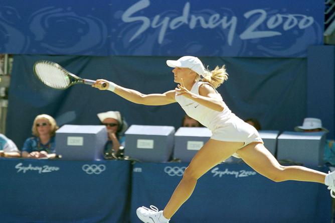 Впервые российские теннисисты завоевали медаль на Олимпийских играх — 18-летняя Елена Дементьева стала серебряным призером, уступив в финале со счетом 2:6, 4:6 американке Винус Уильямс на ХХVII летних Олимпийских играх, 2000 год
