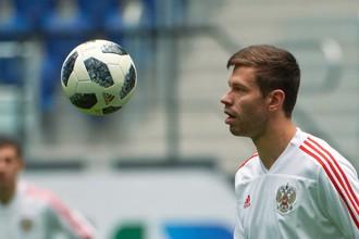 Игрок сборной России Фёдор Смолов на тренировке перед товарищеским матчем против сборной Франции.