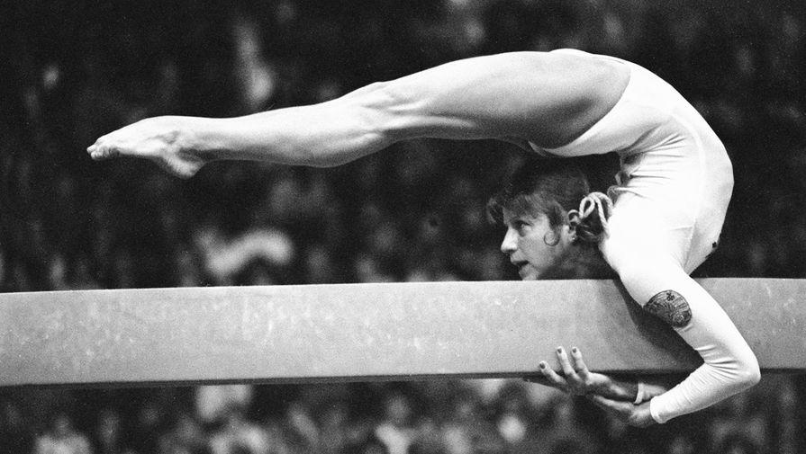 Ольга Корбут выступает на Кубке СССР по спортивной гимнастике, 1976 год