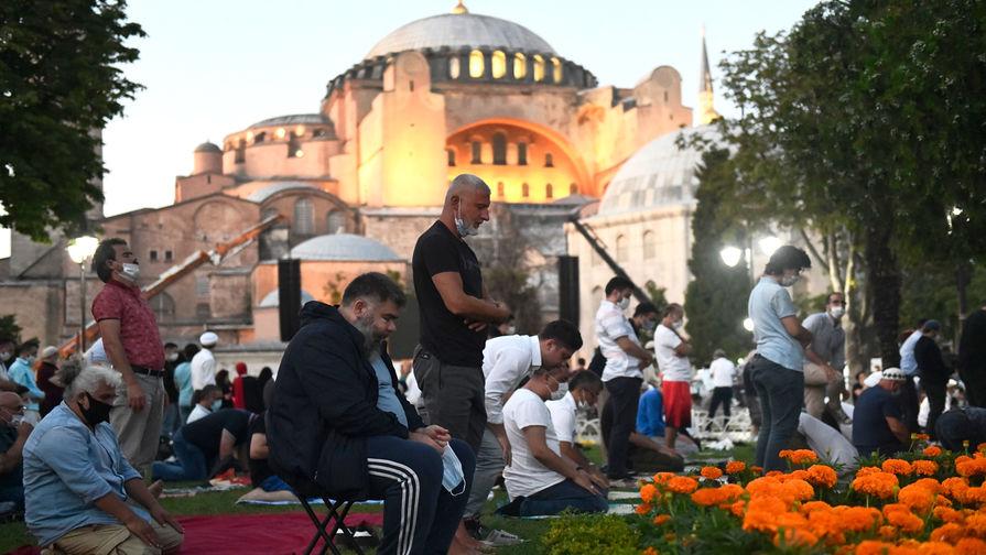 «Сбрасывание оков»: как Святая София становится мечетью