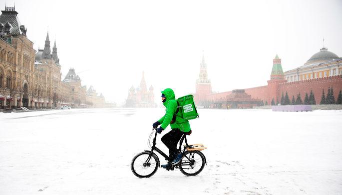 Профессия года: 40% россиян задумались о работе курьером