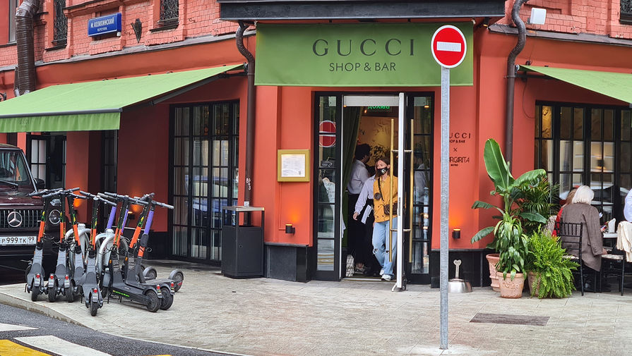 Роспотребнадзор опечатал кафе Gucci shop & Bar в центре Москвы