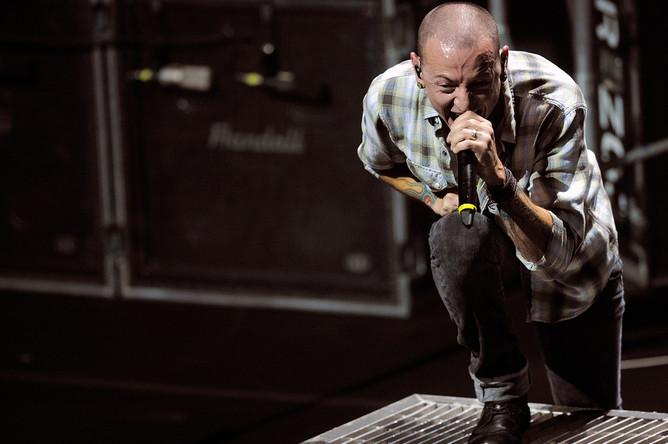 Вокалист Linkin Park Честер Беннингтон во время концерта в Лос-Анджелесе, 2011 год