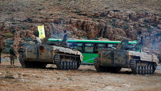 Боевики «Хезболлы» во время эскорта автобусов по территории Ливана, 2 августа 2017 года