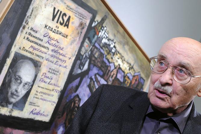 Художник Оскар Рабин на своей выставке «Три жизни» в Третьяковской галерее, 2008 год