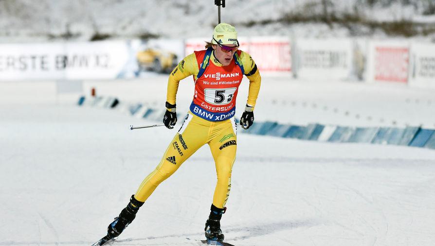 Шведский биатлонист Себастьян Самуэльссон во время гонки