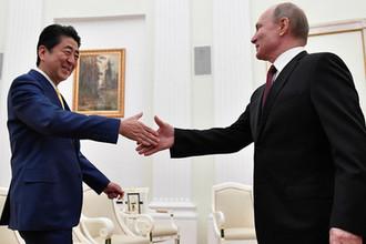 Премьер-министр Японии Синдзо Абэ и президент России Владимир Путин во время встречи в Кремле, 22 января 2018 года