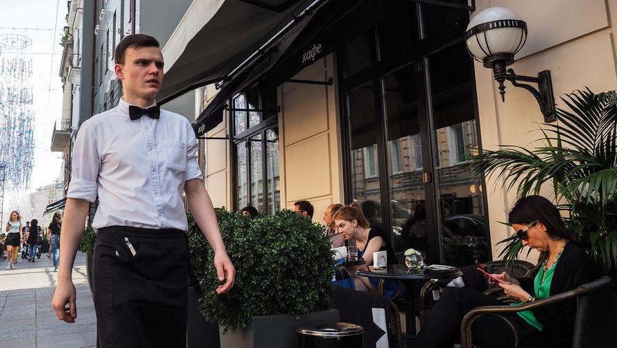 Около 3 тысяч летних кафе планируется открыть в Москве