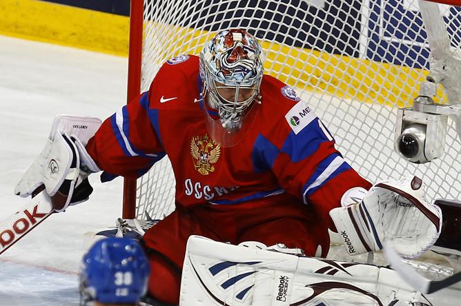 Вратарь сборной России Семен Варламов отбивает один из 24 бросков по его воротам