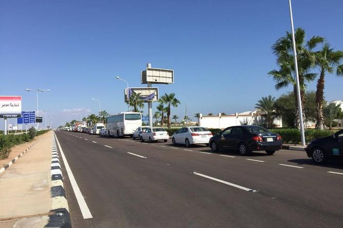 Перед аэропортом Шарм-эль-Шейха образовались большие автомобильные пробки