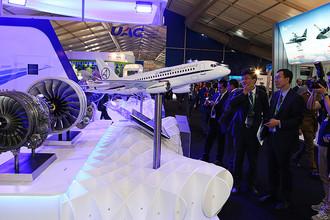 Стенд Объединенной авиастроительной корпорации (ОАК) на международном авиационно-космическом салоне «Фарнборо-2016»