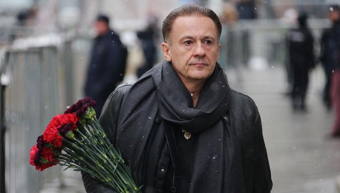 Актер Олег Меньшиков во время церемонии прощания с Олегом Табаковым в МХТ имени Чехова, 15 марта 2018 года