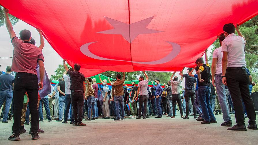 «Месть за собор»: в Турции конфликт Еревана и Баку связали с Россией