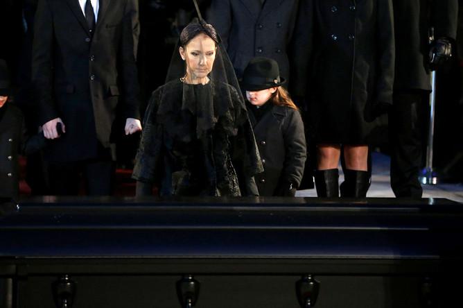 Селин Дион во время церемонии прощания с супругом Рене Анжелилом в базилике Нотр-Дам в Монреале