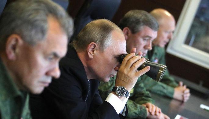 Владимир Путин во время инспекции действий вооружённых сил Союзного государства России и Белоруссии...