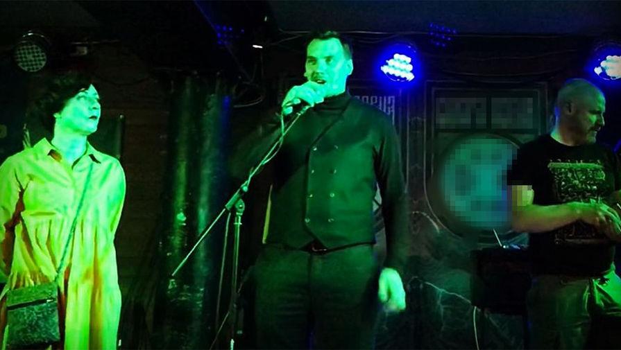 Позировал с микрофоном: премьер Украины сходил на концерт нацистов