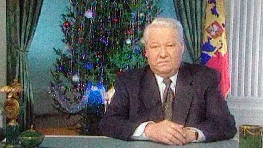 Президент России Борис Ельцин во время объявления по телевидению о своей отставке, 31 декабря 1999 года