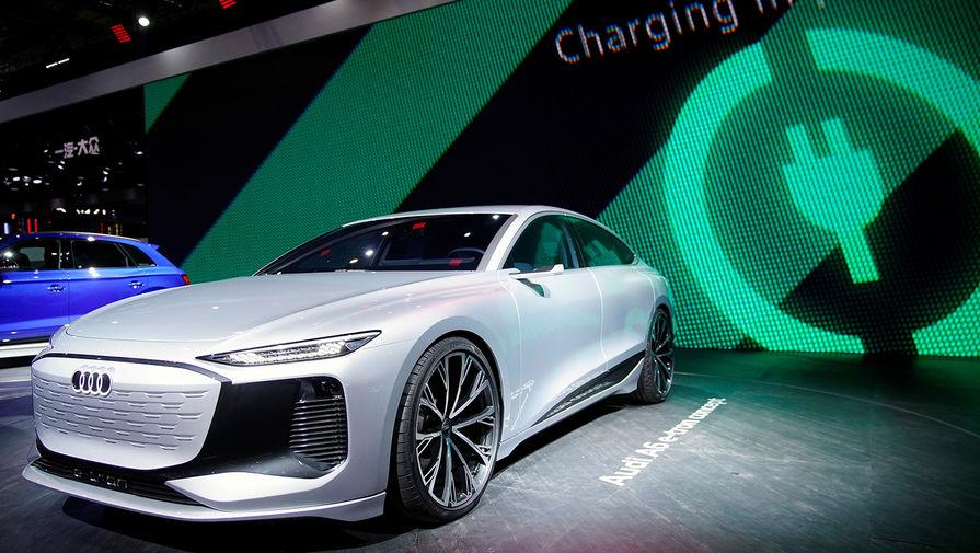 Электрический концепт-кар Audi A6 e-tron на Шанхайском автосалоне, апрель 2021 года