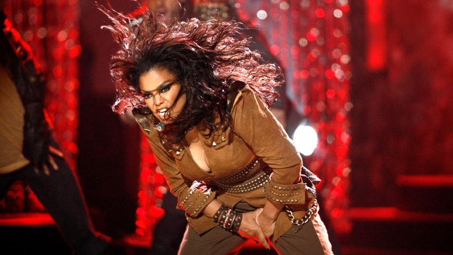 Джанет Джексон во время выступления на 37-й Annual American Music Awards, 2009 год