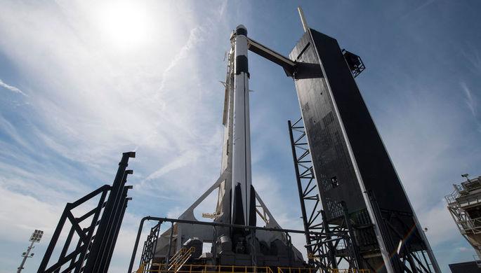 Роскосмос не назвал Маска и его корабль, поздравив NASA