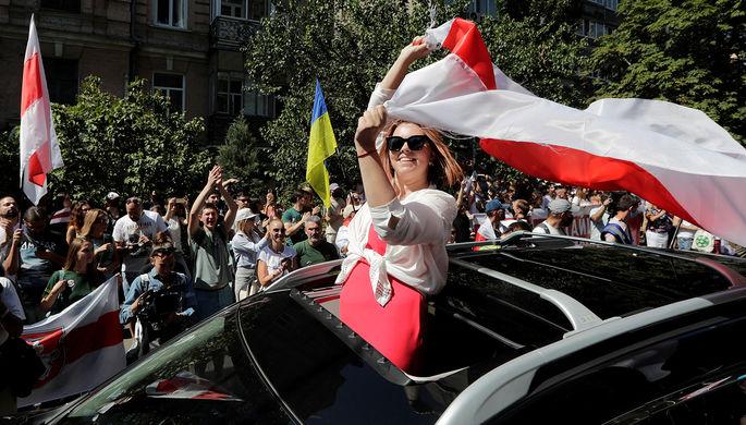 «У них одна армия»: Киев против сближения России и Белоруссии