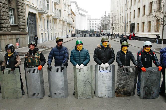 Протестующие окружили здание администрации президента в Киеве