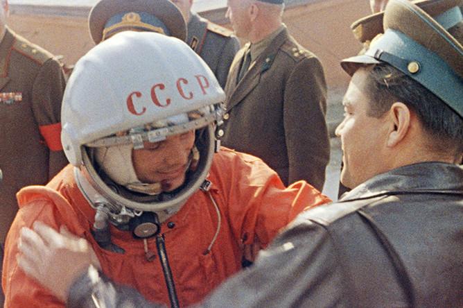 Юрий Гагарин перед стартом, 12 апреля 1961 года