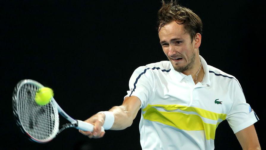Даниил Медведев (Россия) в полуфинальном матче Открытого чемпионата Австралии 2021 (Australian Open 2021) в мужском одиночном разряде против Стефаноса Циципаса (Греция), 19 февраля 2021 года