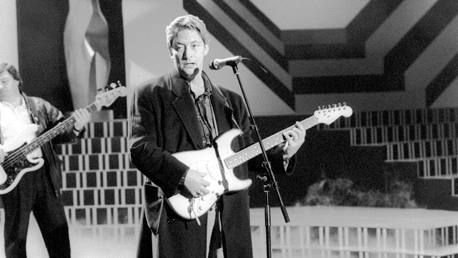 Крис Ри начал свою карьеру в 1973 году и за 15 лет достиг международной популярности. В 1988 году он выпустил свой первый официальный сборник «New Light Through Old Windows», который завоевал статус «платинового» диска. На фото Крис Ри в 1988 году
