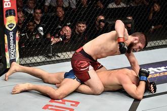 Эпизод поединка UFC Нурмагомедов — Яквинта