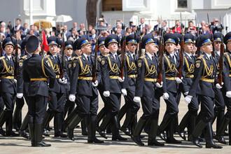 Парад Президентского полка на Соборной площади в Кремле после церемонии инаугурации Владимира Путина на пост президента России, 7 мая 2018 года