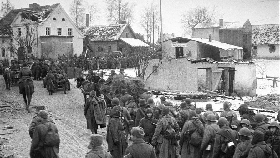 Бойцы 11-й гвардейской армии после штурма Кёнигсберга, апрель 1945 года
