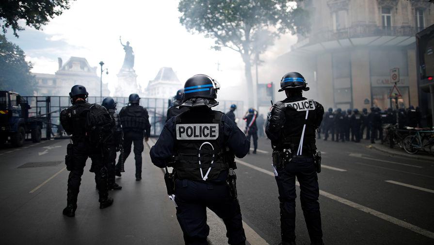 Во время акции против произвола полиции в Париже, 13 июня 2020 года