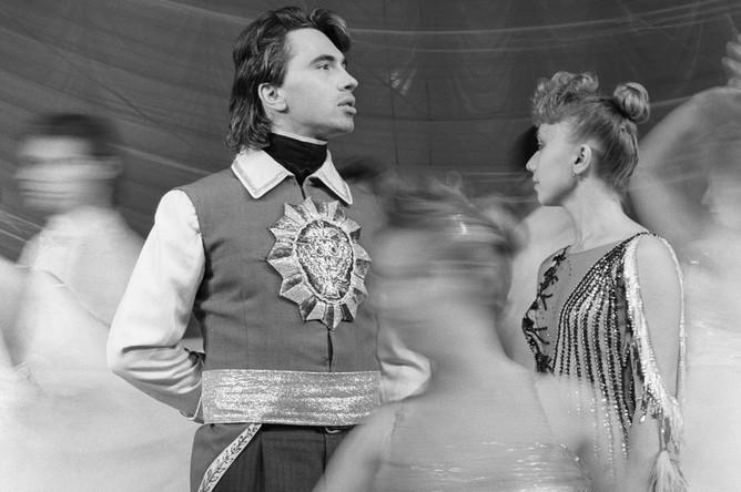 Дмитрий Хворостовский в роли князя Елецкого в сцене из оперы Чайковского «Пиковая дама» в Красноярске, 1988 год